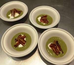 Zuppa di asparagi, burrata e pancetta croccante
