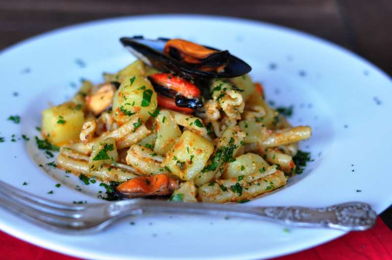 Patate da amare – casarecce con cozze e patate al pesto rosso trapanese