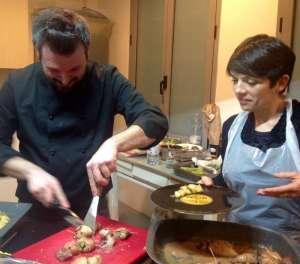 Lo chef Paolo Bertucci impiatta il totano con l'aiuto di Roberta Lara #cuciniAMO!
