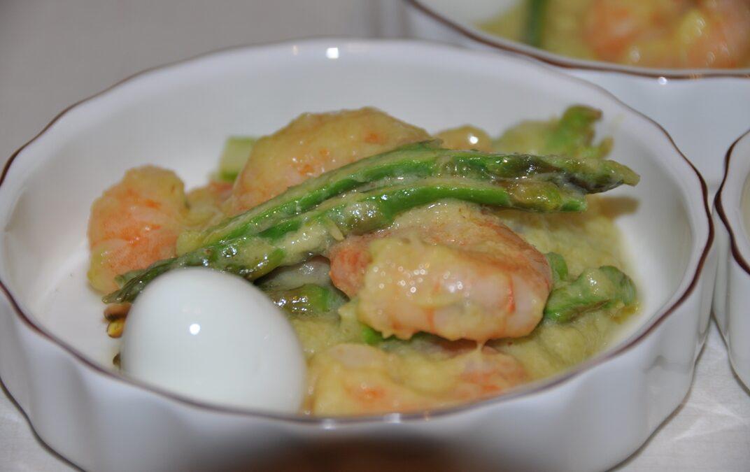 Code di mazzancolle con punte di asparagi verdi