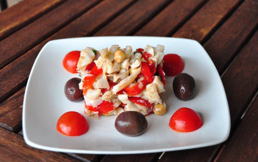 Insalata di baccalà, nocciole tonde e peperoni