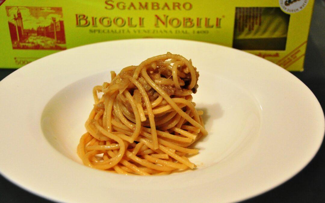 Bigoli nobili mori in salsa (di acciughe)