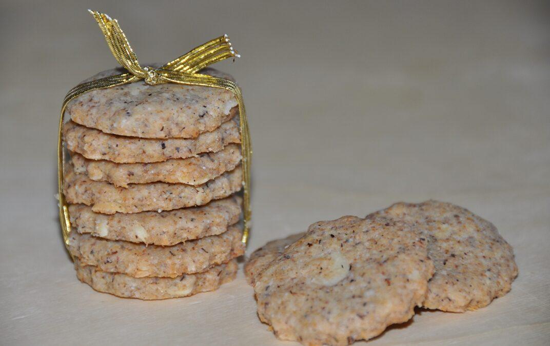 Biscottini al grano saraceno con mandorle e pecorino