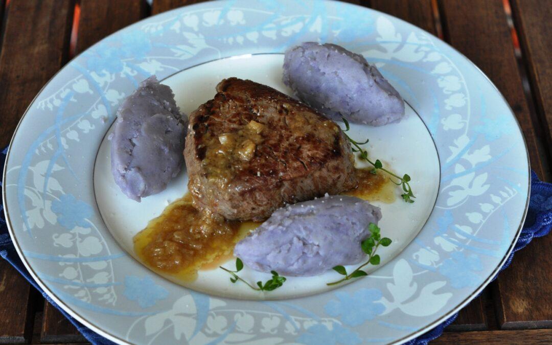 Filetto di manzo irlandese con salsa allo scalogno e quenelles di Delizia Blu