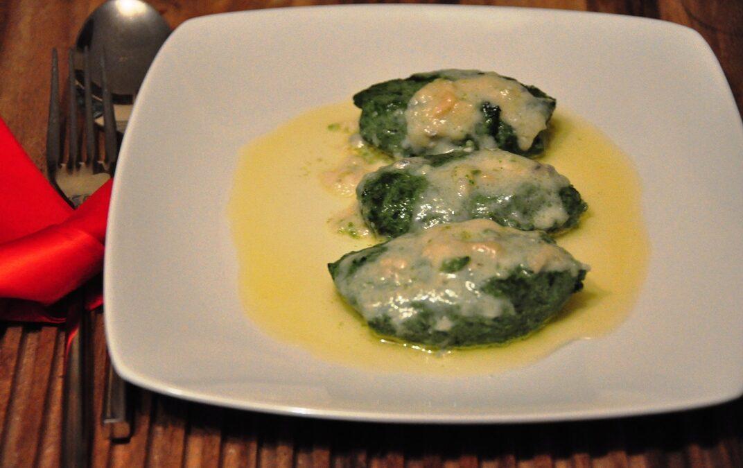 Quenelles ricotta e spinaci con salsa al gorgonzola dolce