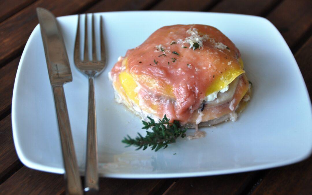 Millefoglie rosa di pasta all'uovo e pesce spada