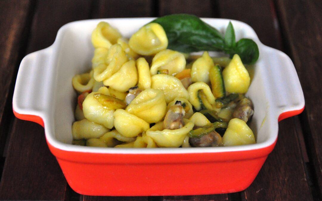 Orecchiette alle vongole veraci con baby zucchine allo zafferano