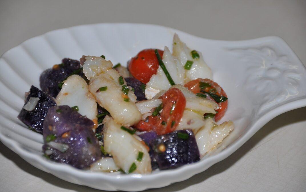 Patate Vitelotte con insalata di baccalà
