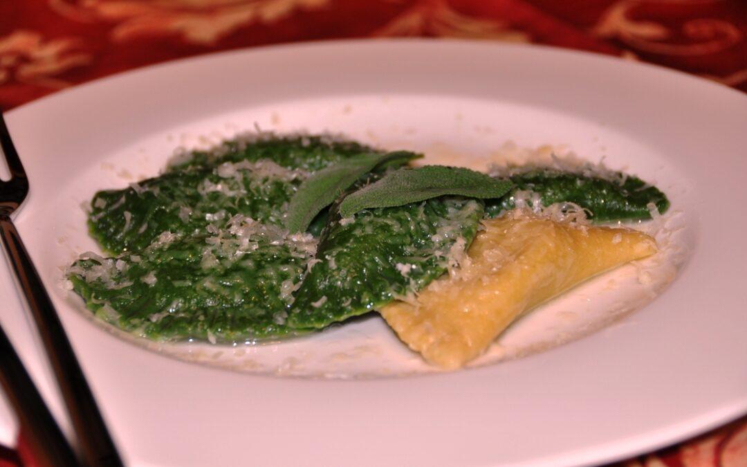 Ravioli verdi agli spinaci con ripieno di ricotta e spinaci