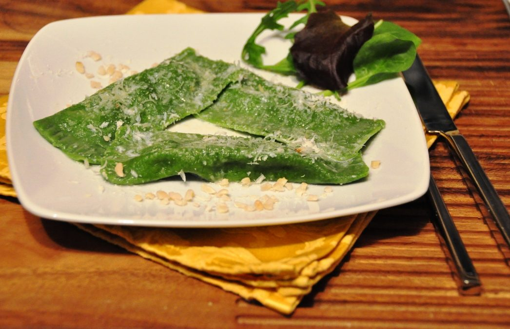 Ravioli verdi ripieni di piselli, rivisitazione di una  ricetta dello chef Matias Perdomo