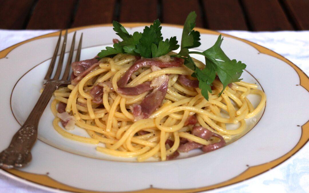 Spaghetti con prosciutto toscano profumati al limone
