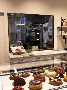L'interno della Pasticceria Panzera in Via Montesanto a Milano: così familiare e nello stesso tempo così professionale!