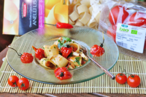 Calamarata con ciuffi di calamaro e pomodorini arrostiti