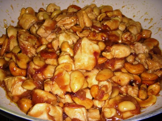 Pollo con mandorle e anacardi alla cinese