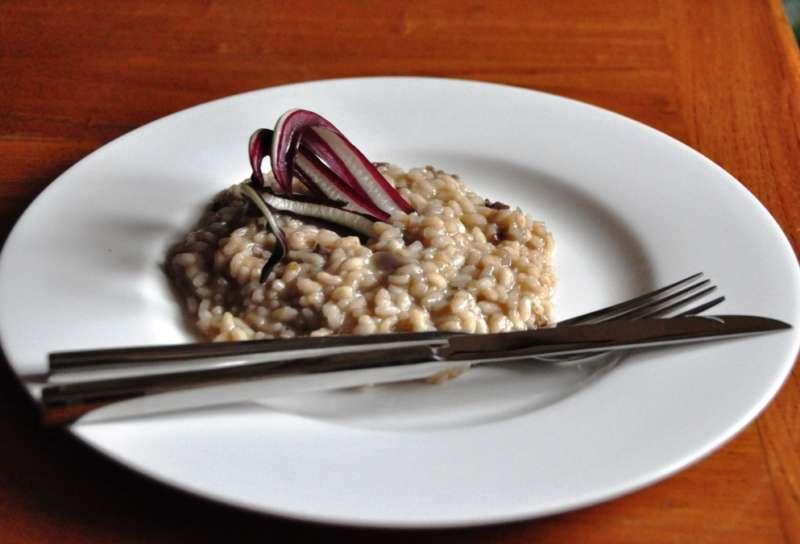 Vialone nano e radicchio di Treviso con granella di nocciole